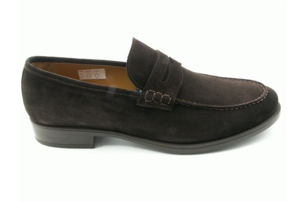 Moccasin suede rubber bottom. A classic but also sport that never sets.