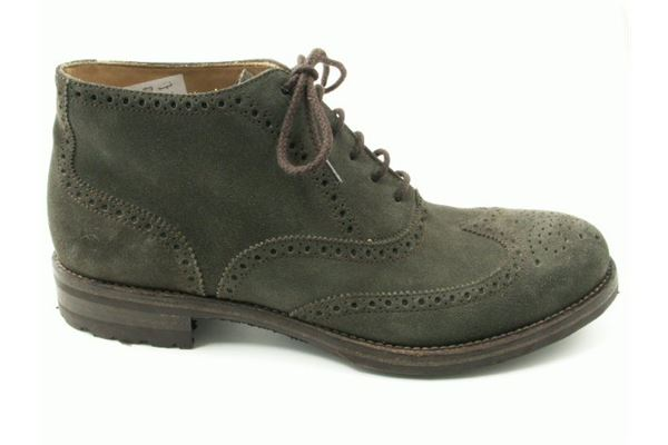 Ankle suede laced rock bottom. Dovetail and English style for the trendy and sporting man.