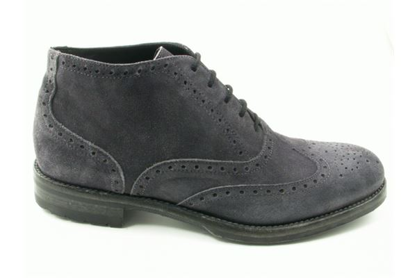 Suede ankle laced rock bottom. Dovetail and English style for men too sporty and trendy.