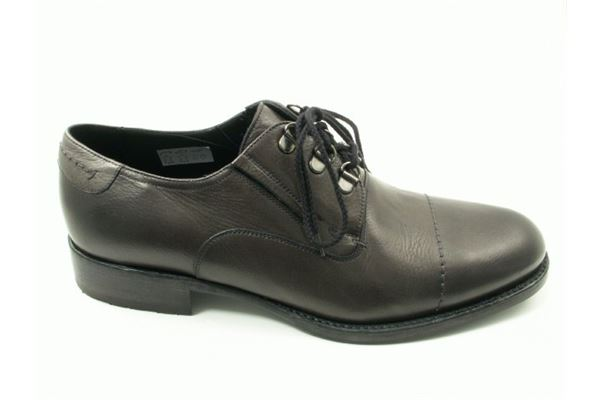 Derby made of calf, soft and strong, with processing blake designed for those who dress casual.