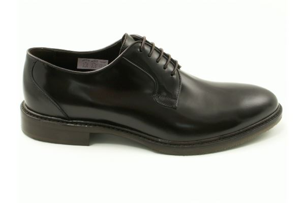 Derby semi-gloss leather uppers in smooth leather bottom with half sewn rubber seedling. A timeless classic.