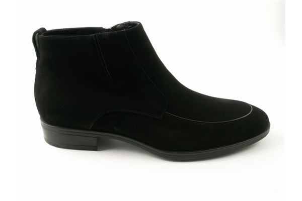 Classic socket in black suede with sheepskin lining. Rubber bottom. Ideal for the coldest winters!
