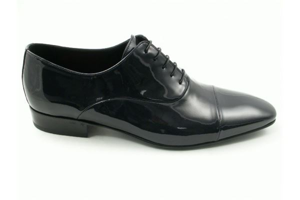 Patent leather brogues with leather bottom. Ideal for the ceremony.