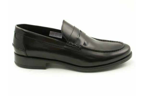 Leather moccasin rubber sole. A timeless classic for the man who wants to stand out.