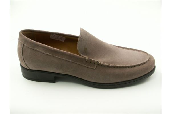 Suede moccasin rubber sole. Classic but at the same time sporty.