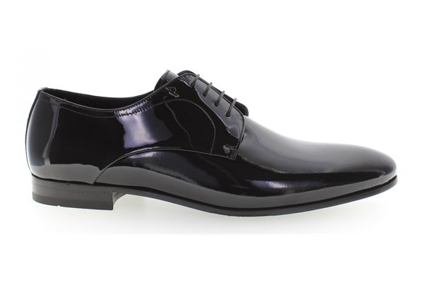 Lace-up made of black patent hide. Leather bottom, very light and comfortable, ideal for ceremonies.