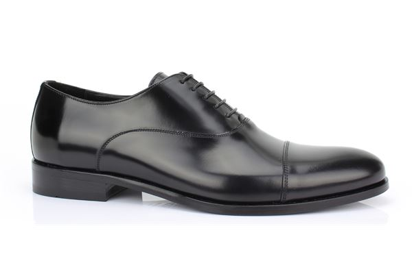 Brogues leather semi-gloss black, leather bottom. Elegance, style and comfort exalt for the man ROSSI.