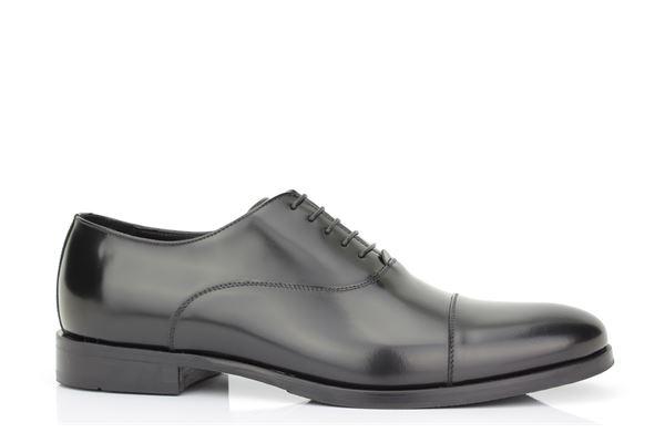 Shoe leather semi-gloss black, leather bottom. Elegance, style and comfort exalt man ROSSI.