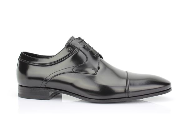 Derby semigloss black calfskin. Leather bottom. The passion for the classic is ageless!