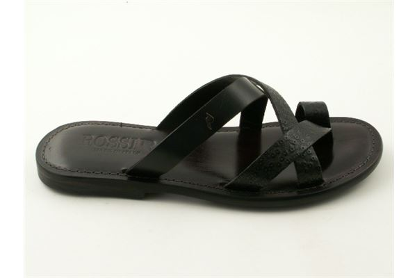 Flip-flops leather made from interwoven strips and leather sole. A must of the summer!